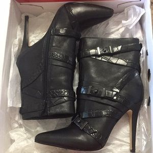 Guess ankle booties NWT